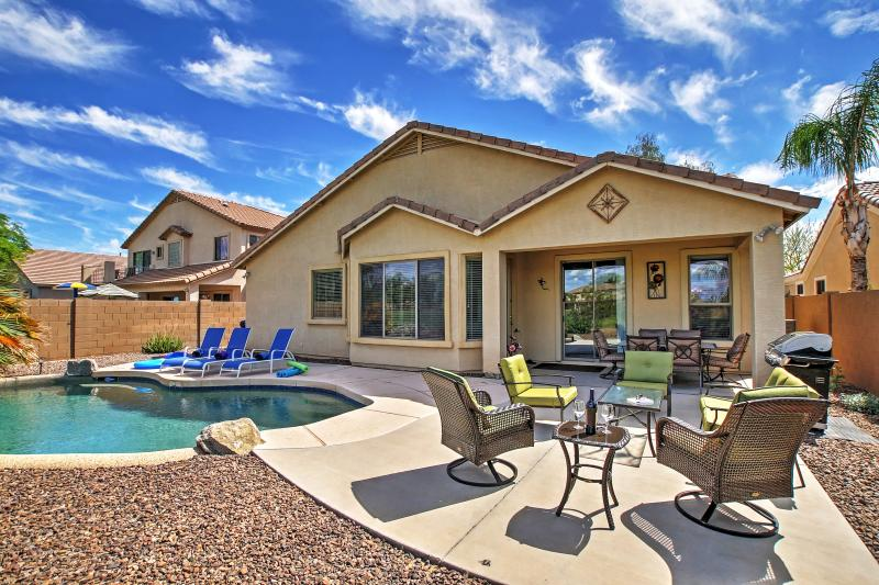 Queen Creek Home w/Private Pool + Golf Course View, alquiler vacacional en Queen Creek