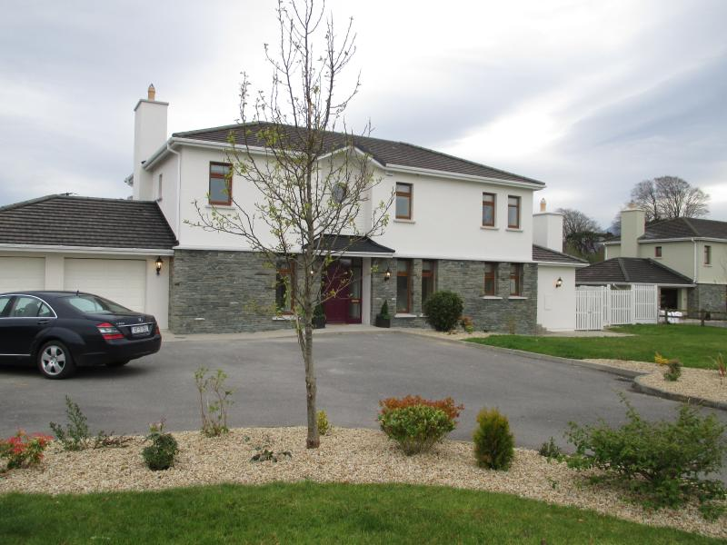Luxury  Home.  4 bedrooms all ensuite sleeps 8/9  all utility bills are included