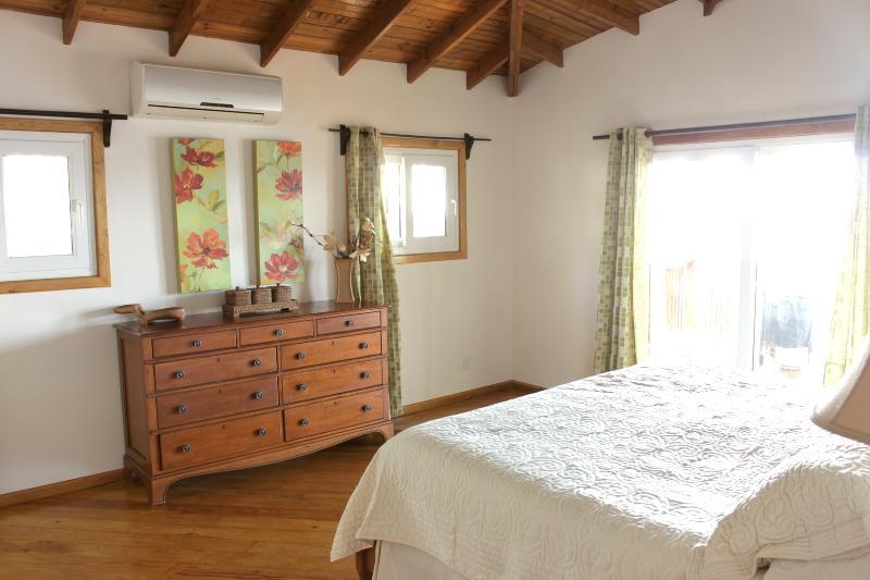 Master Bedroom with KIng Bed, ensuite bathroom