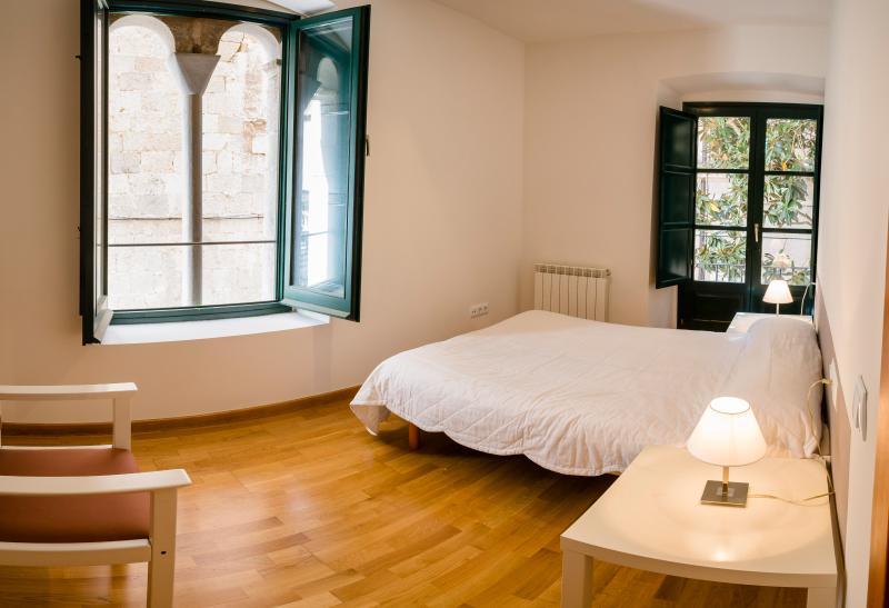 Apartamento en la sombra de la catedral, aluguéis de temporada em Girona