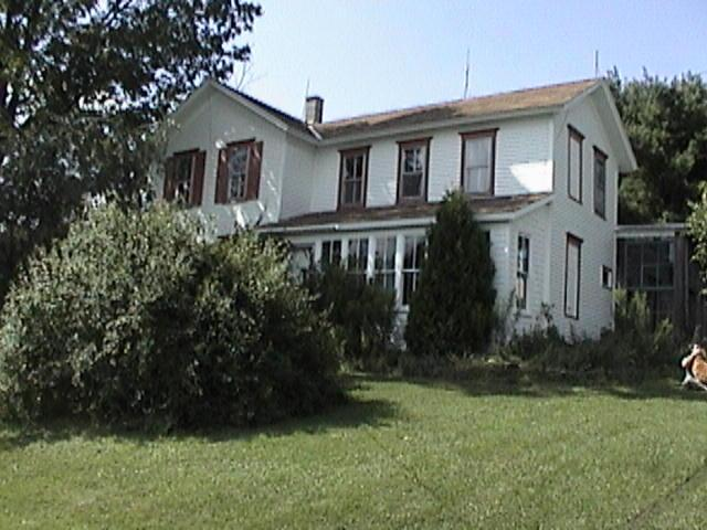 1870's Farm House in the Hills on 70 Scenic Acres, holiday rental in Wellsville