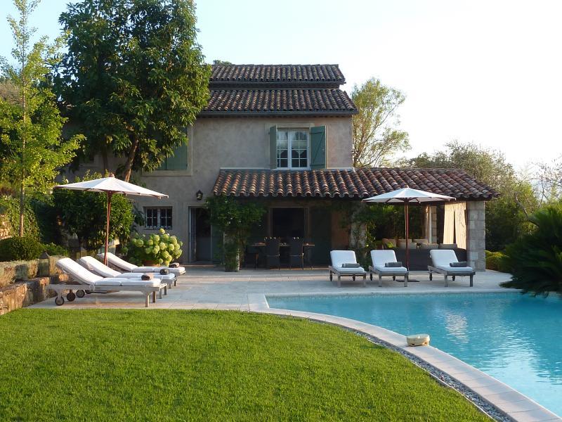 Mas Provencal 19e siecle /tres belle vue, vacation rental in Mougins