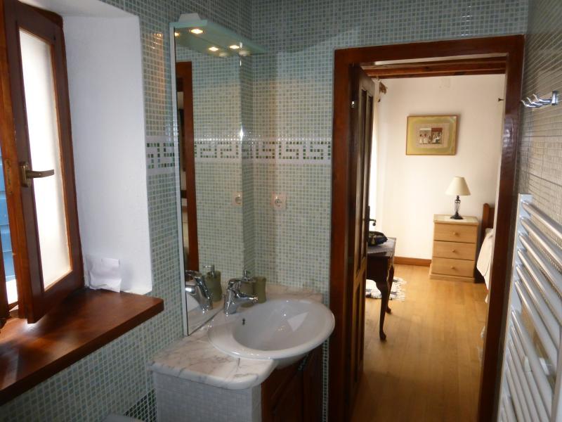 En-suite bathroom to double ist floor bedroom