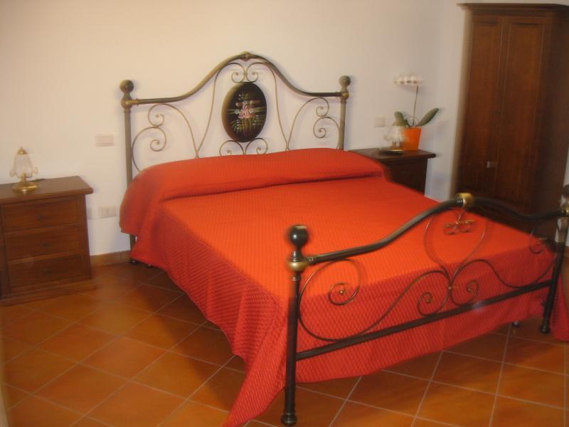 B&B sole e luna Capo Vaticano - Camera 4, holiday rental in Frizza