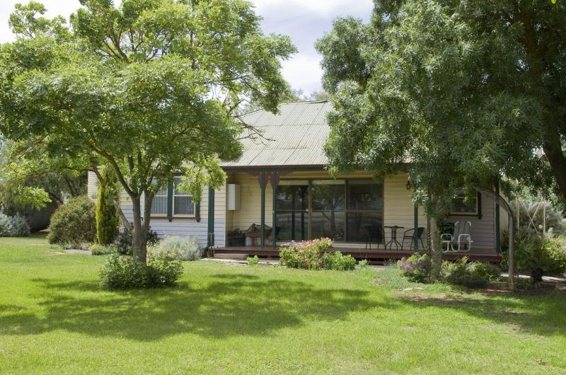 Pepperton Homestead Country Escape, vacation rental in Elmore