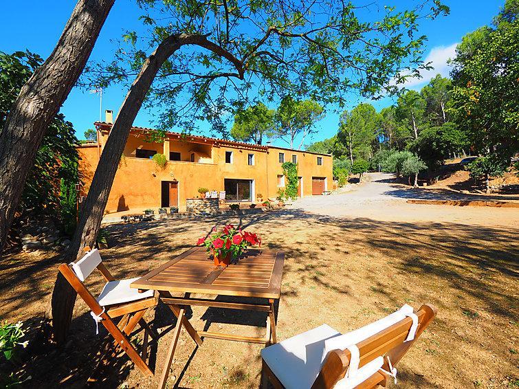 Bonita casa L'Alt Empordá lado de rio Fluvia Girona, holiday rental in Pontos