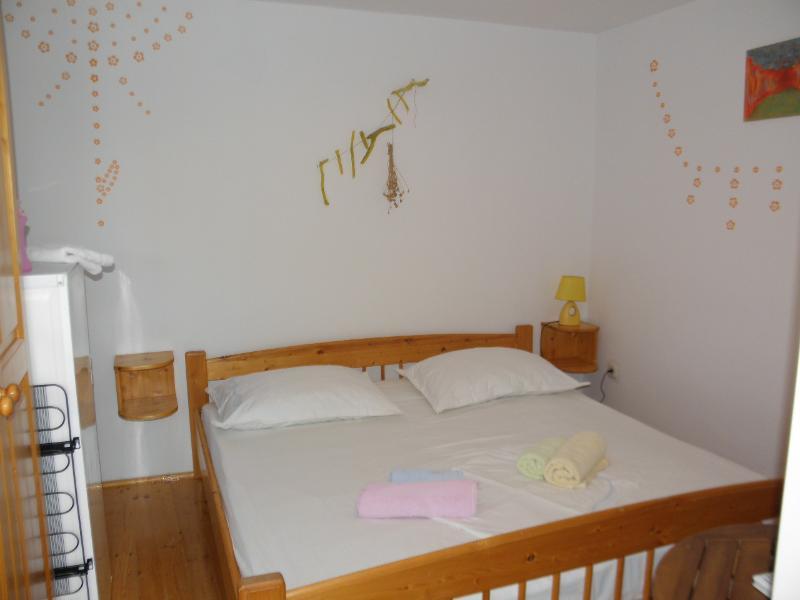 Apartments BAK- ROOM 2, vacation rental in Zarace