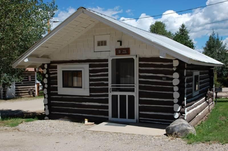 Historic Studio Cabin at Three Rivers Resort in Almont (#3), alquiler vacacional en Almont