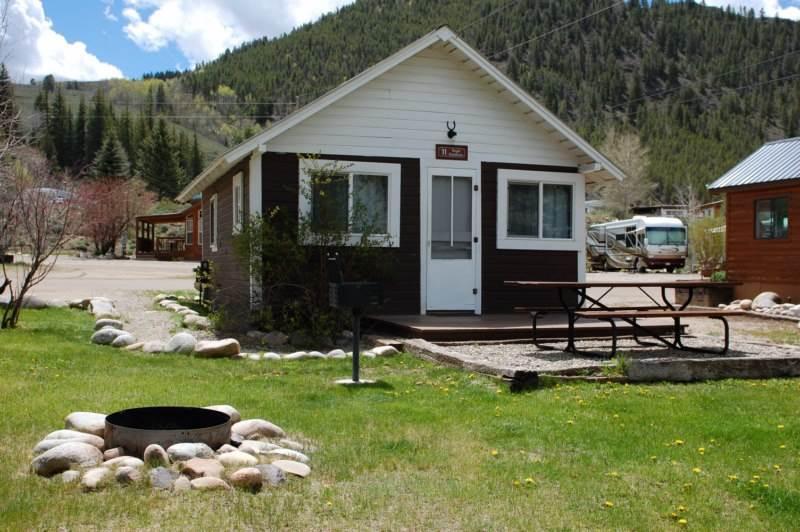Larger Studio Cabin at Three Rivers Resort in Almont (#11), alquiler vacacional en Almont
