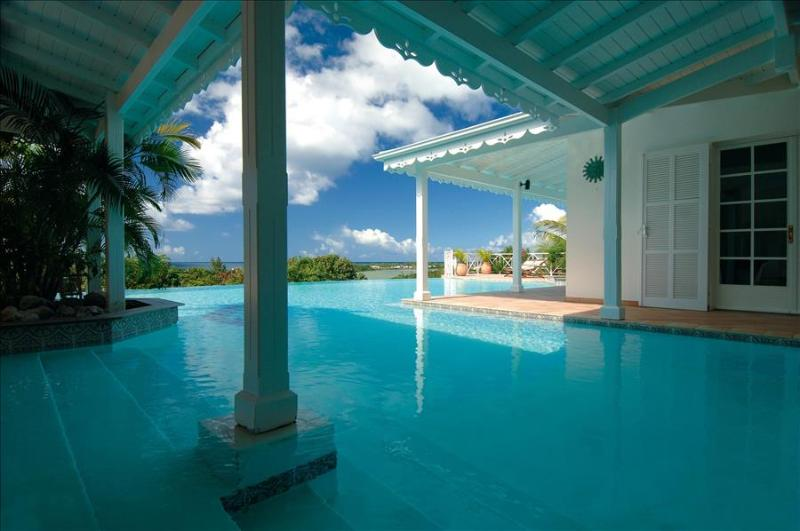 5+2 bedroom villa overlooking the caribean sea and sunset, holiday rental in Terres Basses