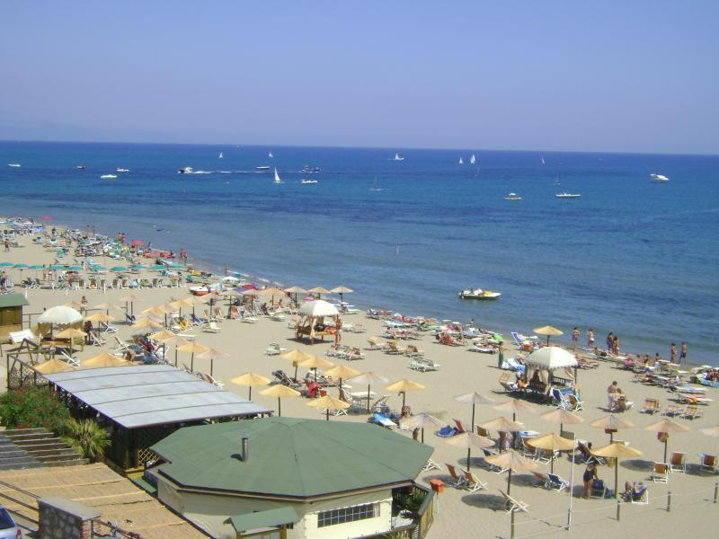 Appartamento fronte mare, holiday rental in Colonia Elena