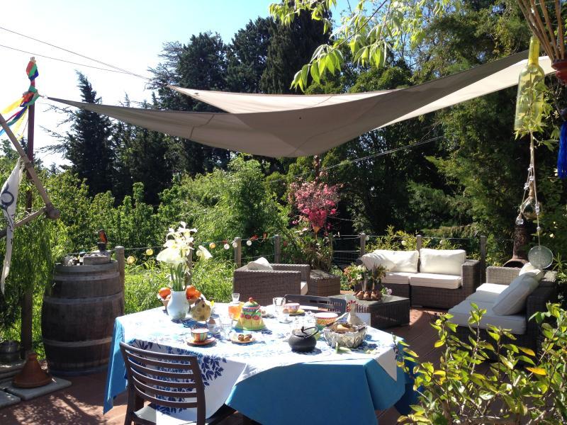 petit déjeuner sur la terrasse familiale