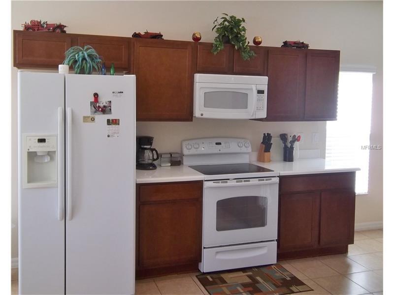 Kitchen fridge freezer & cooker