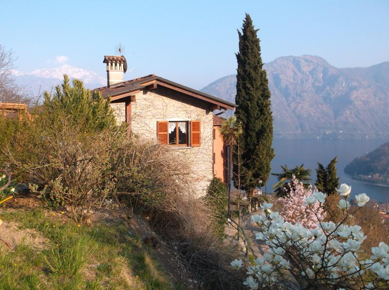 Roveglio Cottage - a rural retreat 5 minutes from the town of Lenno
