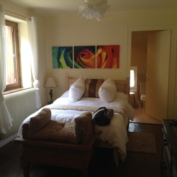 Pet friendly (pets considered on request-free) Studio with separtae bathroom.