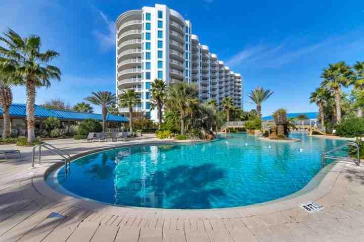 Junto a la piscina las palmas increíbles de Destin Resort