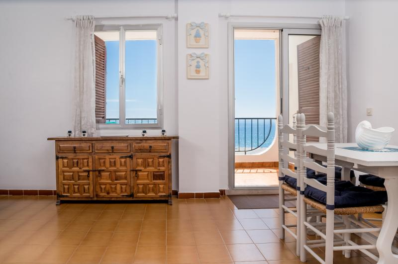 APARTMENT WITH SEA VIEW & FREE WIFI, vacation rental in Empuriabrava