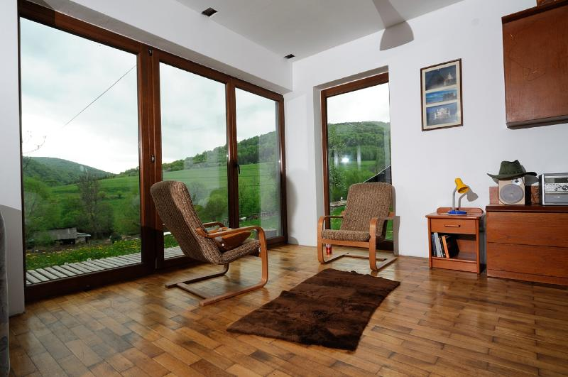 Modern and cozy house next to National Park., alquiler de vacaciones en Ustrzyki Dolne