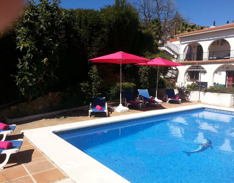 Villa 4bed/bath private pool(heated) free wifi situated between Mijas & Fuengirola car not essential