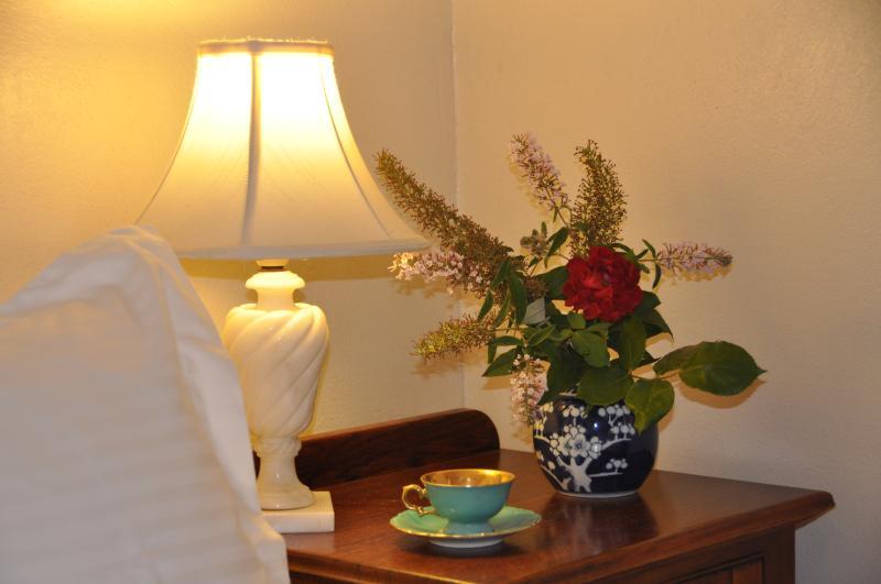 romántica habitación doble con vista al jardín
