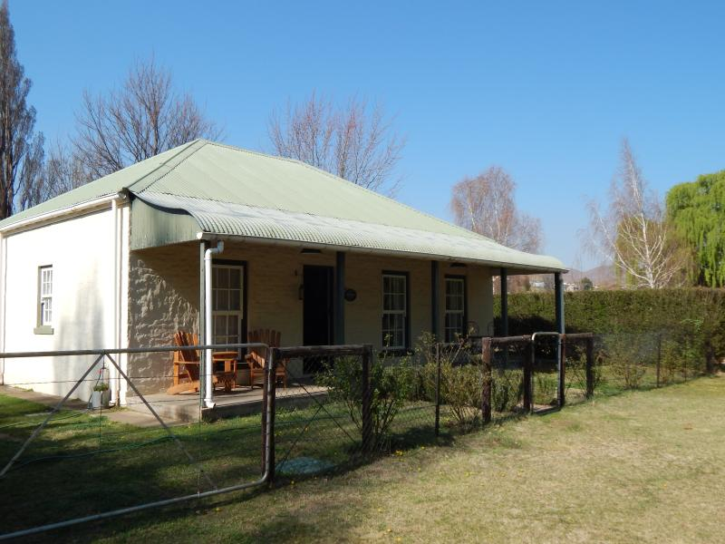 Bellbrook is a delightfully quaint country cottage. It is an up-market and set in a peaceful corner