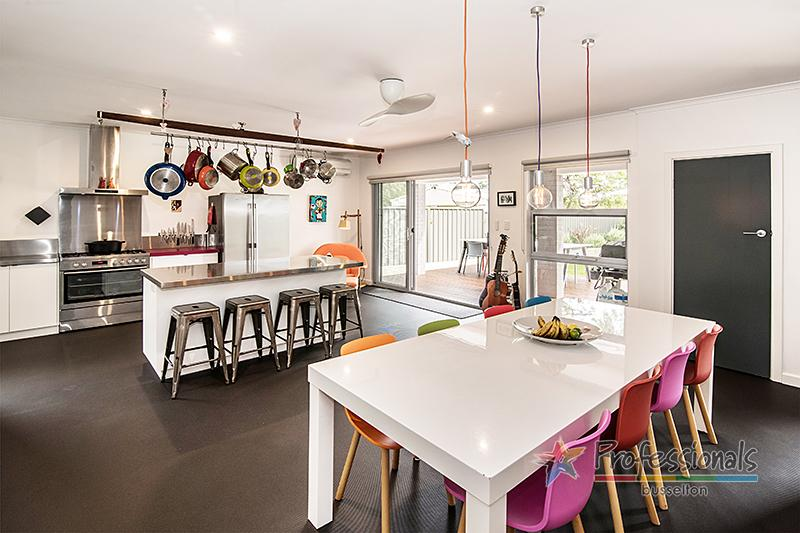 Stunning kitchen and dining area with plenty of seating