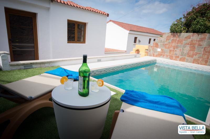 MAGNIFICA CASA CON PISCINA CLIMATIZADA, holiday rental in Agaete