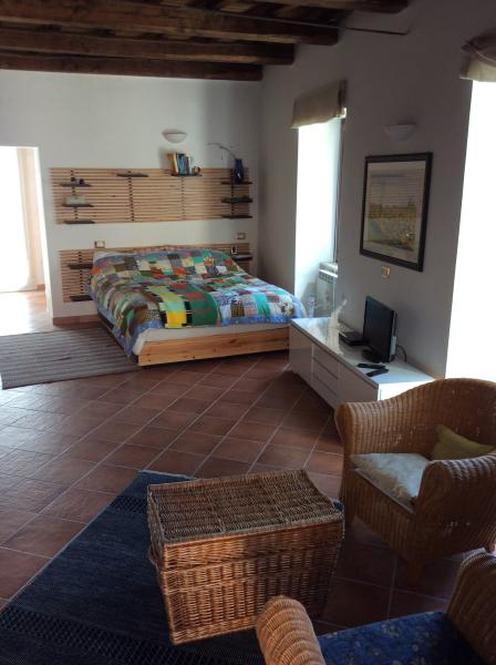 Studio Apartment separate bathroom and terrace, alquiler vacacional en Tagliacozzo