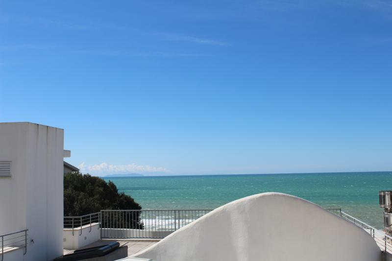 casa vacanze con terrazza panoramica, vacation rental in Castiglioncello