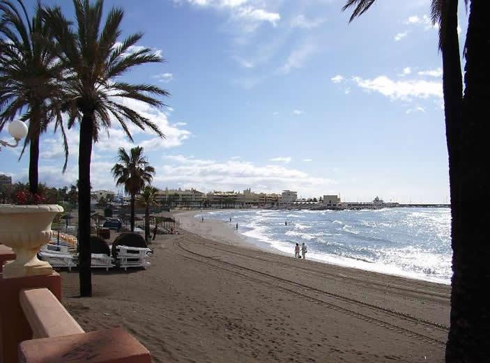 10-minute walk to beach
