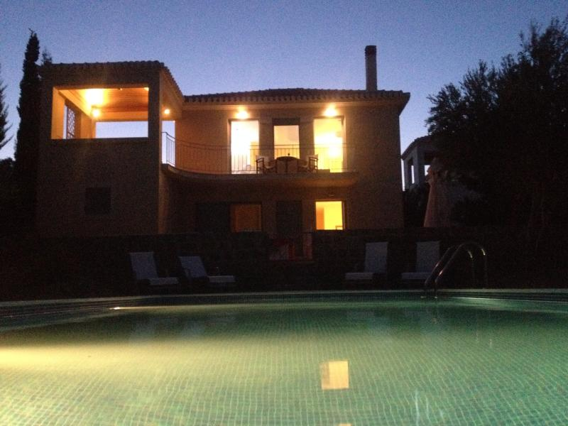 Welcome to Villa Thaleia! Set on a hill 350m from the sea, the villa is furnished to a high standard