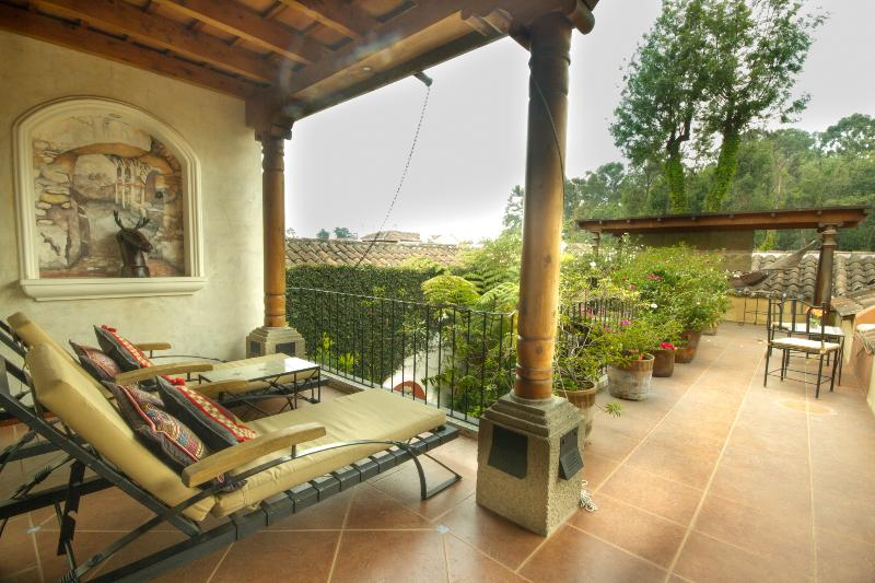 Luxurious/Secure 'Home Sweet Home' with Spectacular Volcano Views!!