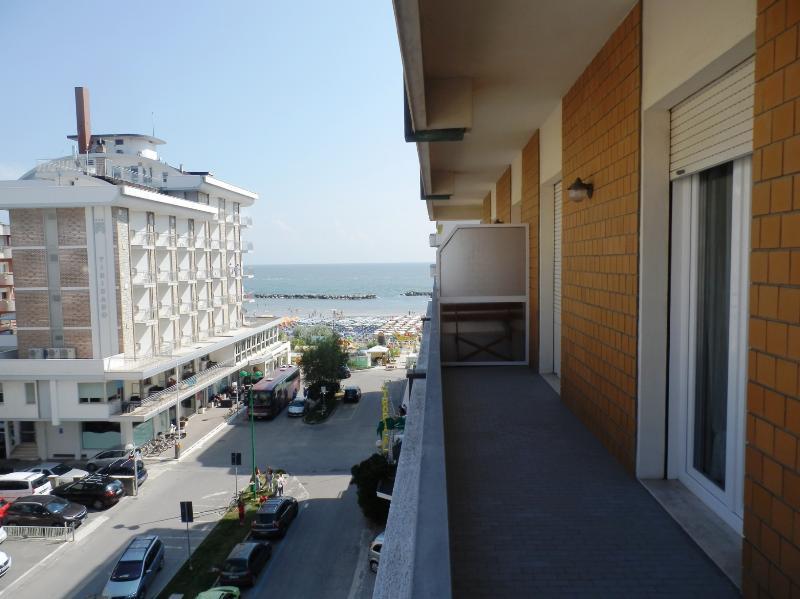 La Vista mare dall'ampio balcone angolare