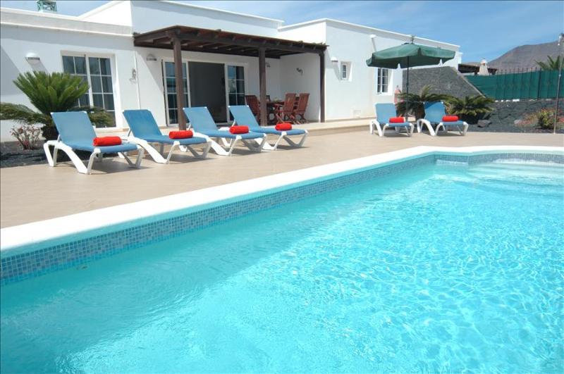 Great 3 bed villa in Playa Blanca with heated pool LVC227774, holiday rental in Las Brenas
