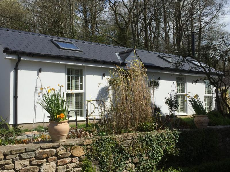 'The Cwtch', perfect location for exploring South and west wales, vacation rental in Llandow