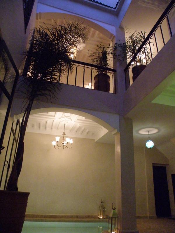 Le Riad Pénélope vu du Patio avec ses éclairages de nuit