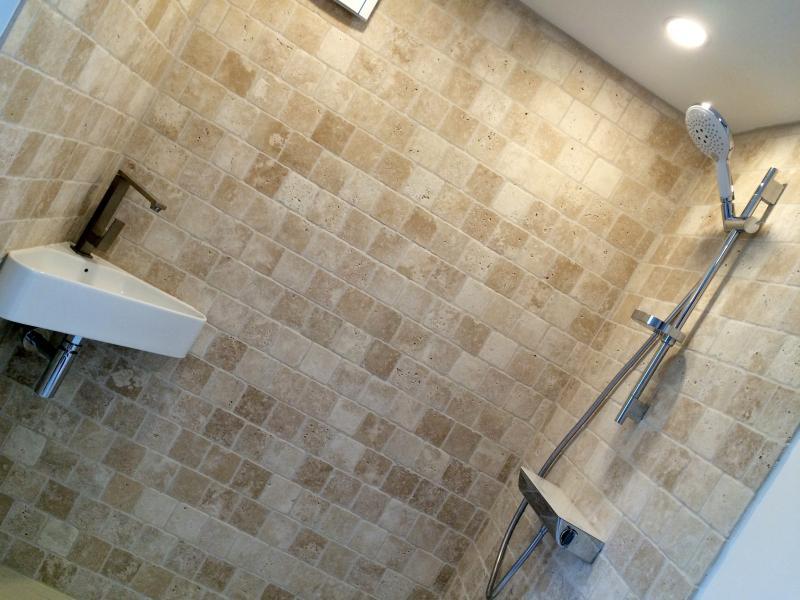 Cabina de ducha (ducha italiana) de este segundo dormitorio en planta baja