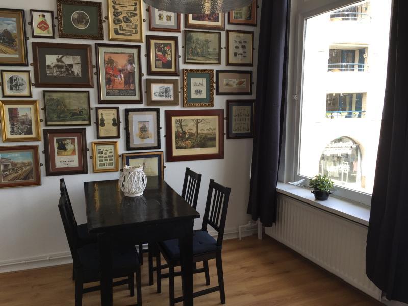 woonkamer, eetkamertafel voor 4 personen