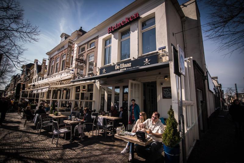 Bourgondisch Café - Restaurant De Waag. Appartement 1e etage, eigen opgang zijkant