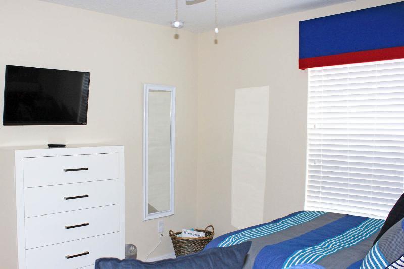 Elke slaapkamer heeft een plafondventilator, wand spiegels, tv / kabel, dressoirs, kasten en comfortabele bedden.