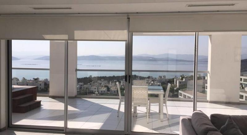 PENTHOUSE LUXURY 2 BED APARTMENT  GULLUK ., holiday rental in Milas