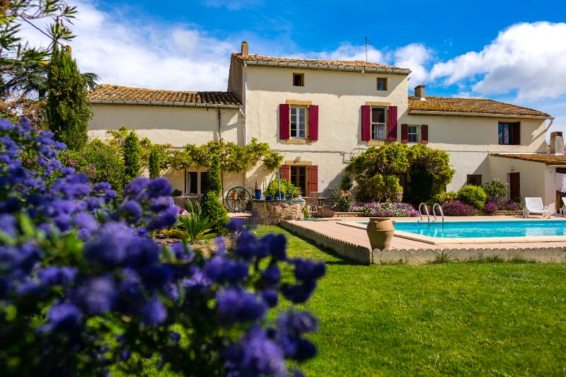 Le Fitou: Spacious Gite with pool & garden, holiday rental in Saint-Marcel-sur-Aude