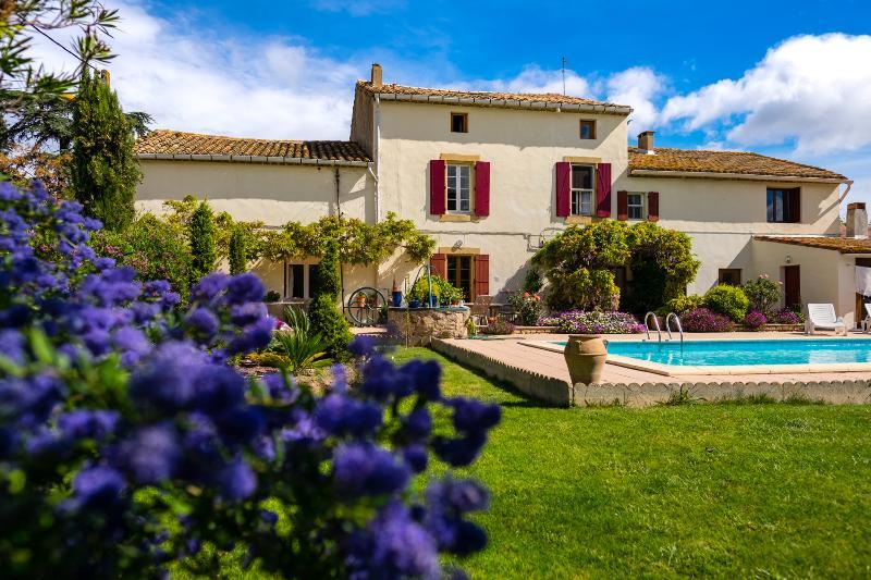 Le Fitou: Spacious Gite with pool & garden, location de vacances à Aude