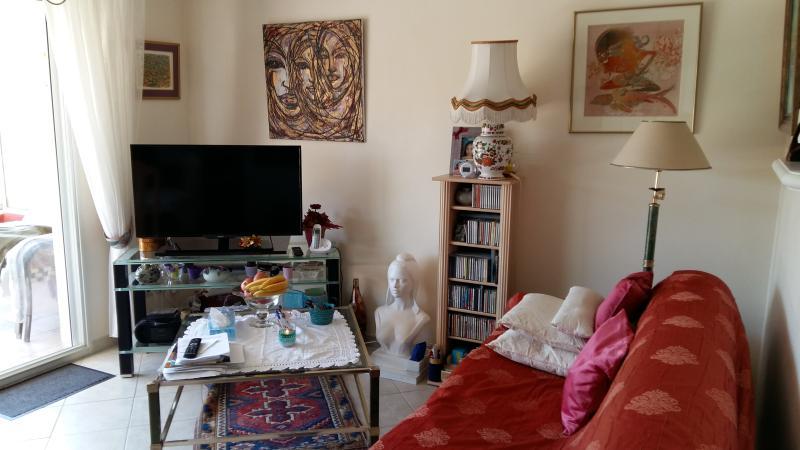 Location d'un 2 pièces sur la côte d'Azur., casa vacanza a Juan-les-Pins