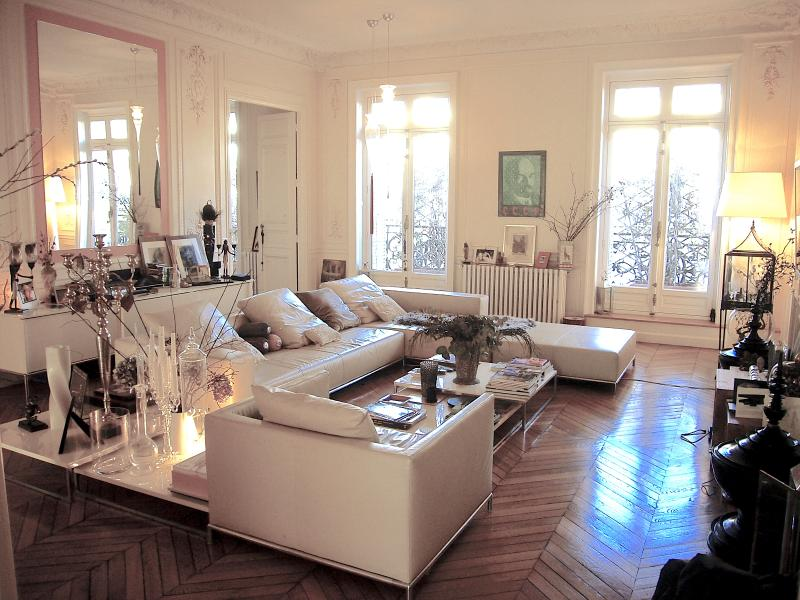 Stylish 300 m 4 bedroom apartment next to Louvre
