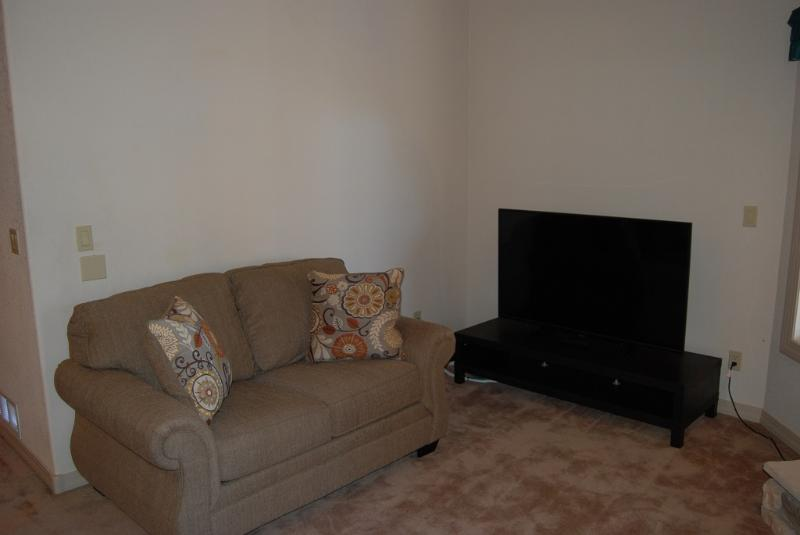 Flat screen TV, DVD player, surround sound stereo and WIFI internet are provided