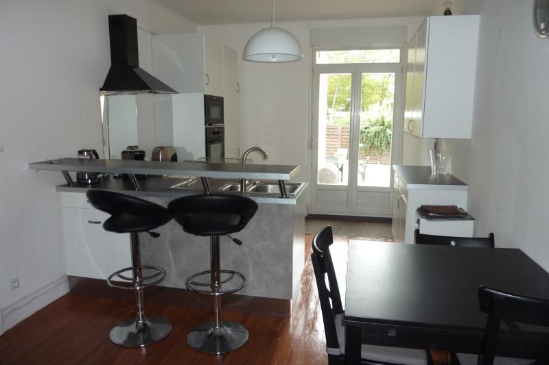 Appartement 3 pièces avec jardin/terrasse, holiday rental in Longeville-les-Metz