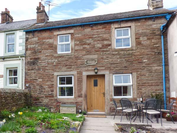 ROSE COTTAGE character cottage, en-suite, woodburning stove, WiFi in Lazonby, holiday rental in Renwick