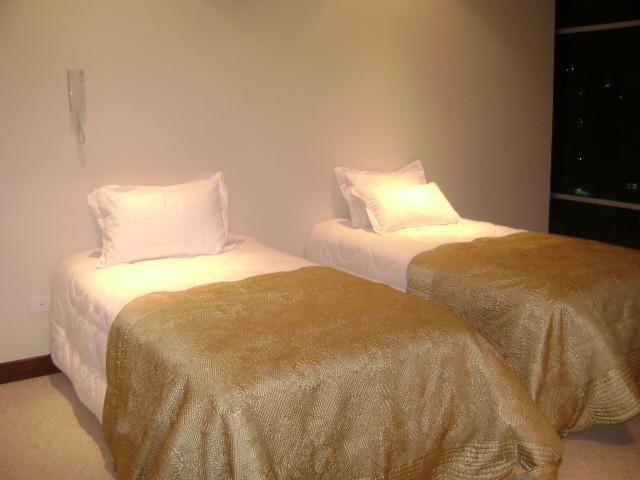 Nuestra habitación tiene 2 camas de plaza y media con linea blanca de excelente calidad