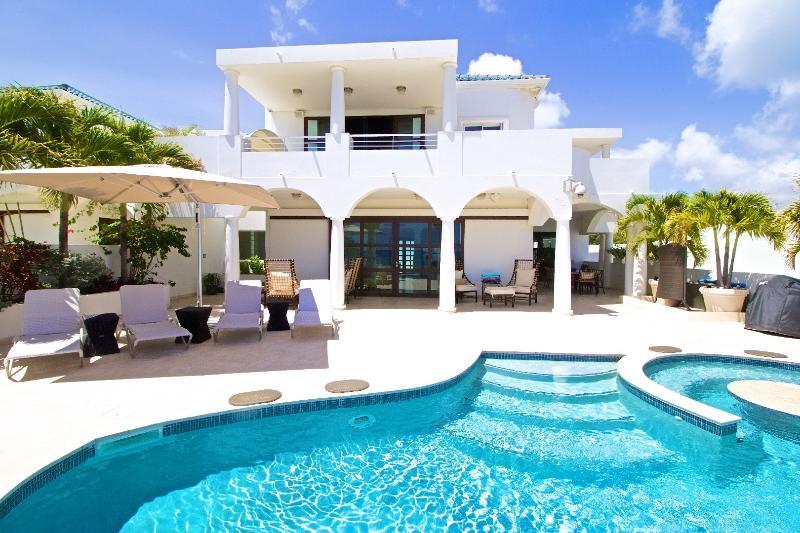 Villa Bahari, location de vacances à Cupecoy Bay
